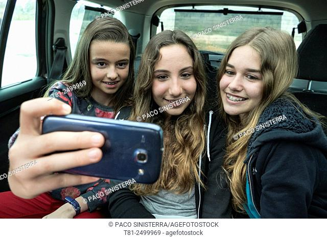 Teen doing a Selfy in the car in Valencia