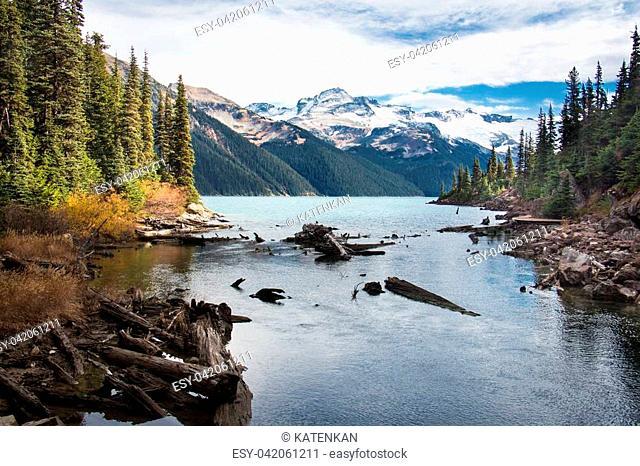 Amazing view of Garibaldi lake and mountains