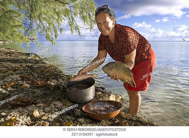 Fakarava, Tuamotus Archipelago French Polynesia, Tuamotu Islands, South Pacific. Local fisher woman