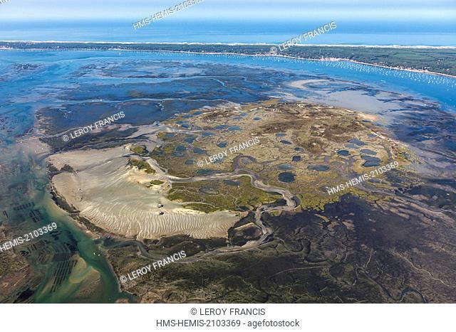 France, Gironde, Arcachon, L'IIe aux Oiseaux (aerial view)