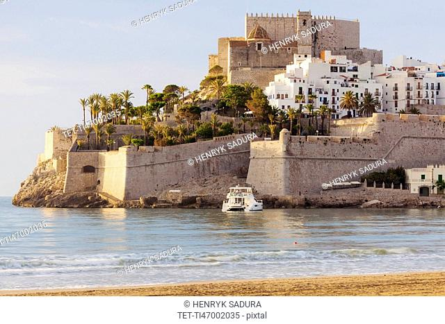 Spain, Valencian Community, Peniscola, Town with fortified wall by sea