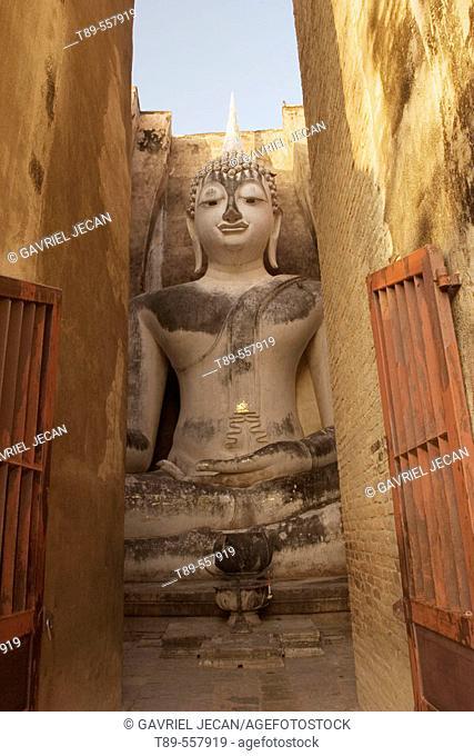 Thailand, Suchothai, Wat Mahathat, Buddha statue