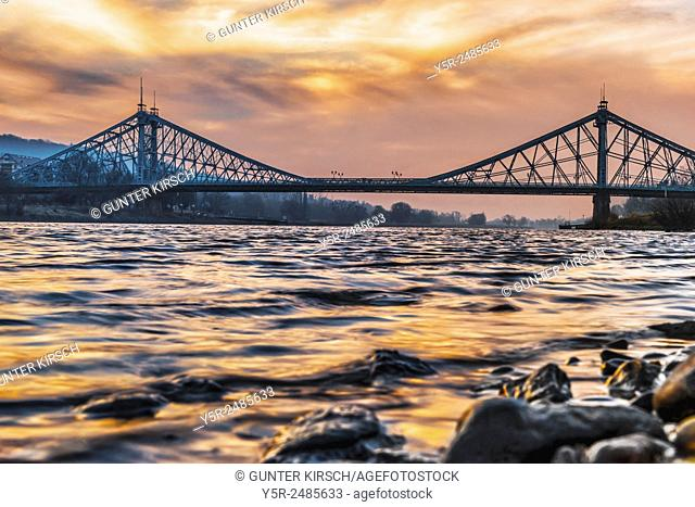 """View over the Elbe river to the Loschwitzer Elbe Bridge """"""""Blue Wonder"""""""", opened 1893, Dresden, Saxony, Germany, Europe"""