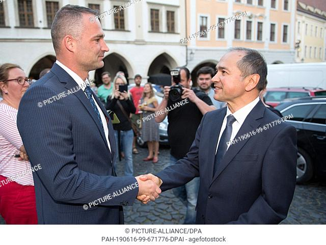 dpatop - 16 June 2019, Saxony, Görlitz: Sebastian Wippel (l), AfD Member of State Parliament and Lord Mayor candidate for Görlitz