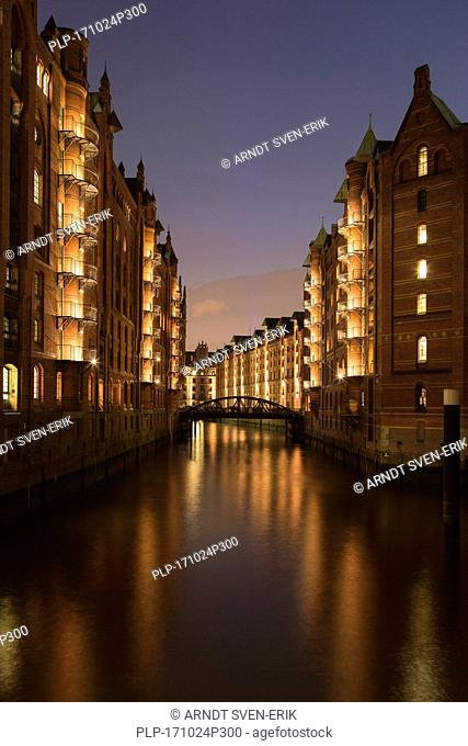 Illuminated Wandrahmsfleet in Speicherstadt, warehouse district in the Hafencity quarter, port of Hamburg, Germany