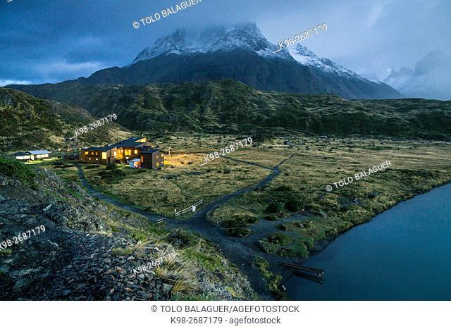 cuernos del Paine, refugio Paine Grande, trekking W, Parque nacional Torres del Paine,Sistema Nacional de Áreas Silvestres Protegidas del Estado de Chile