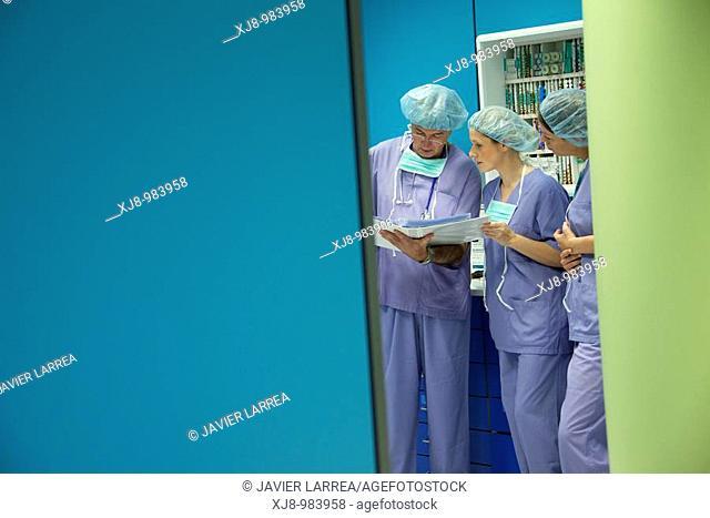 Surgeons, surgical block. Hospital Policlinica Gipuzkoa, San Sebastian, Donostia, Euskadi, Spai