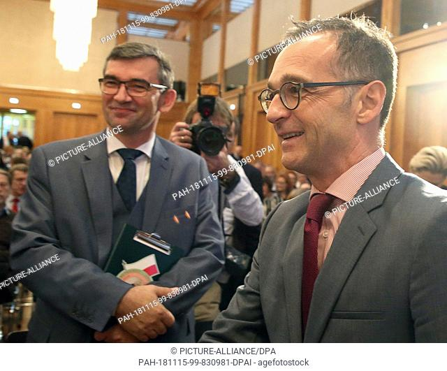 15 November 2018, Berlin: Heiko Maas (SPD,r), Federal Foreign Minister, welcomes Andrzej Przylebski, Polish Ambassador to Germany
