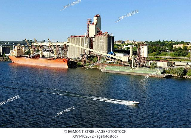 grain elevator and freighter in the Willamette River harbour, Portland, Oregon, USA