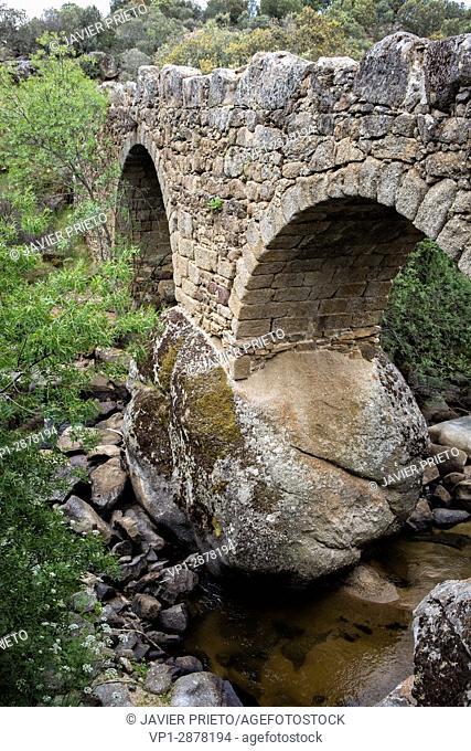Bridge of La Fonseca. Two kilometers from Villar de Corneja and on the signposted path PRC-AV-11. Valley of el Corneja. Avila. Castilla y León. Spain