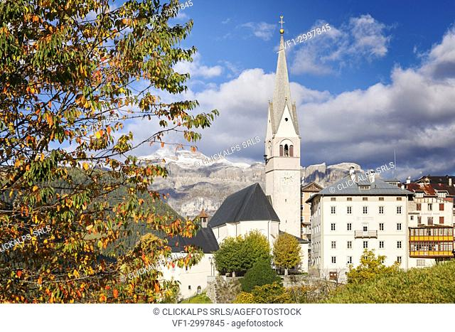 Pieve di Livinallongo / Buchenstein, main church and Sella group in the background, Belluno, Veneto, Italy