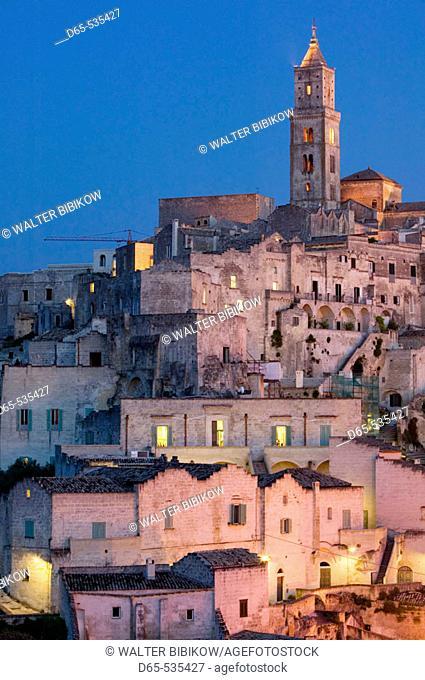 Sasso Barisano: Sassi Houses & 13th century Duomo in the evening, Matera. Basilicata, Italy