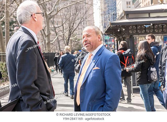 Former NYPD detective and now private investigator Bo Dietl with supporters outside NY City Hall prior to announcing his run for mayor of New York on Tuesday