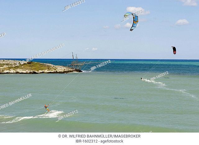 Kite surfer and trabucco, old fishing machine, Gargano, Apulia, Puglia, Italy, Europe
