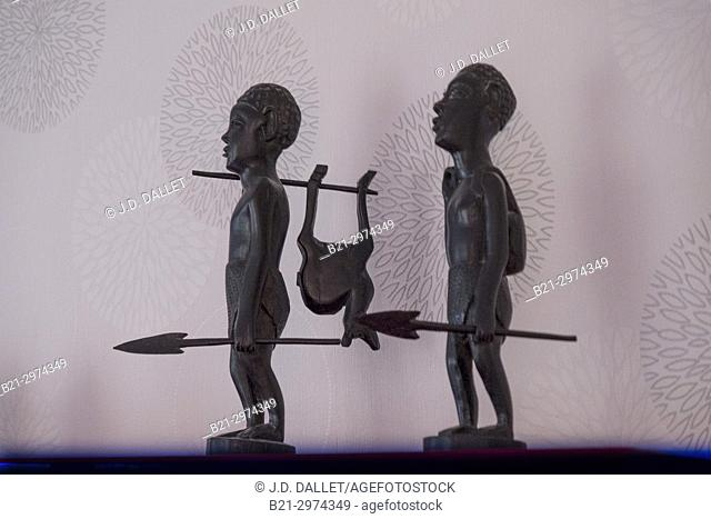 Africa, Statue of hunters of east Africa