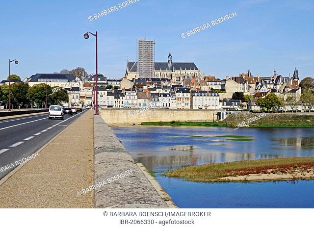 Saint-Cyr-et-Sainte-Juliette Cathedral, bridge, Loire River, Nevers, Nievre, Bourgogne, Burgundy, France, Europe, PublicGround