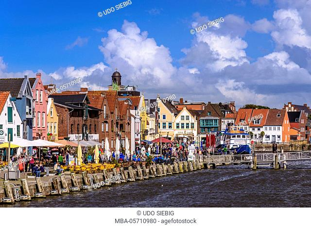 Germany, Schleswig-Holstein, North Frisia, 'Husumer Bucht' (bay), Husum, inland harbour, port promenade