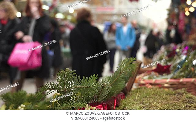 Llucia Holy Day is on 13 December, but the Christmas market begins long before the November 25 day of Santa Catarina, on which the popular saying says
