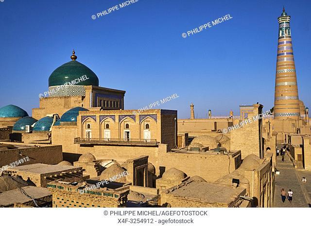 Ouzbekistan, Khiva, patrimoine mondial de l UNESCO, la ville et le minaret Islam Hoja / Uzbekistan, Khiva, Unesco World Heritage, city and Islam Hoja minar