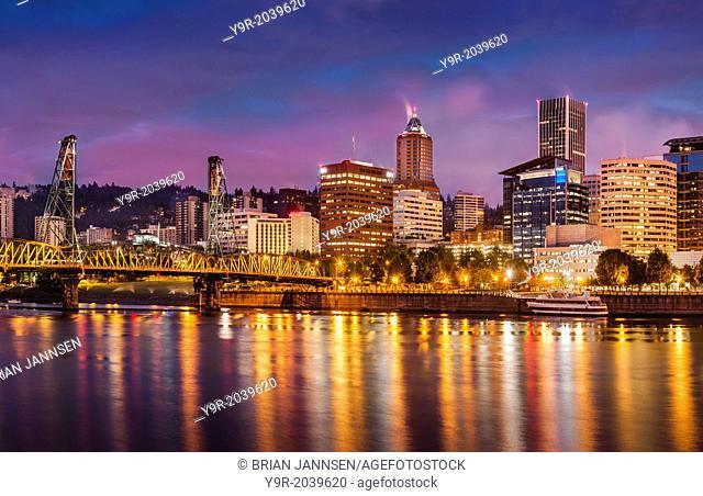 Twilight over the Willamette River and Portland Oregon, USA