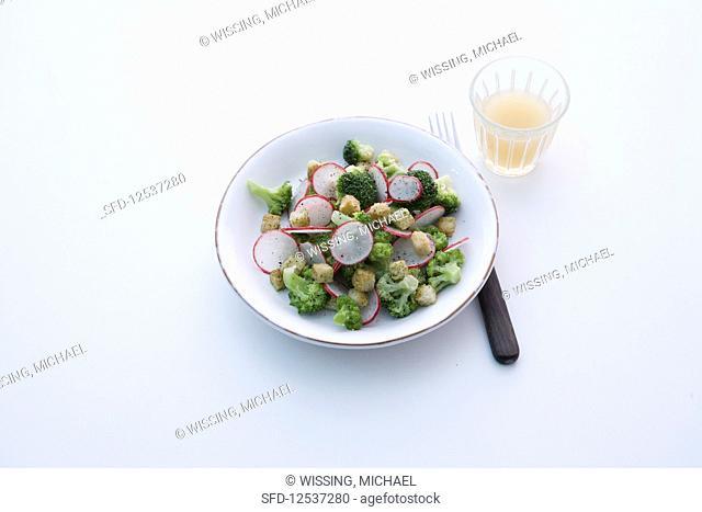 Radish and broccoli salad with croutons