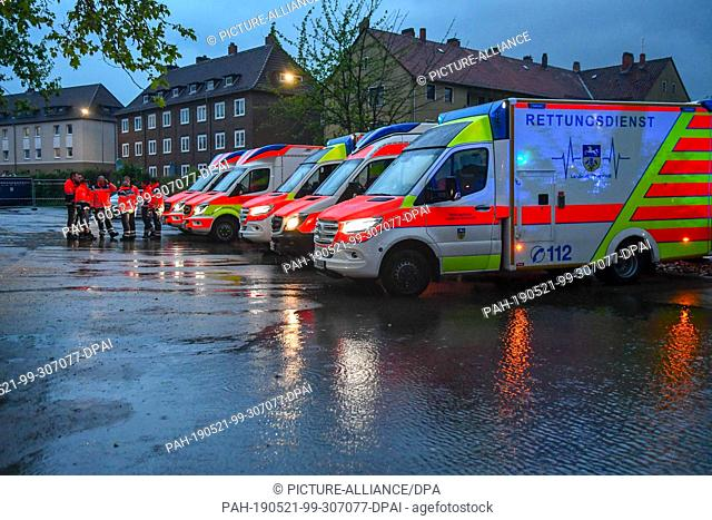 20 May 2019, Lower Saxony, Helmstedt: Ambulances are standing by in a parking lot. The hospital of the city had to be evacuated partly because of a water damage