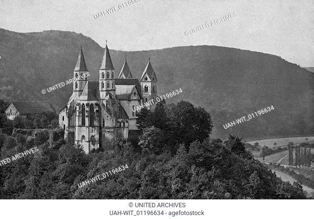 Die ehemalige Prämonstratenser Klosterkirche in Arnstein. Erbaut um 1200, geweiht 1208. Die Osttürme Mitte 13. Jahrhundert, im 14. Jhdt