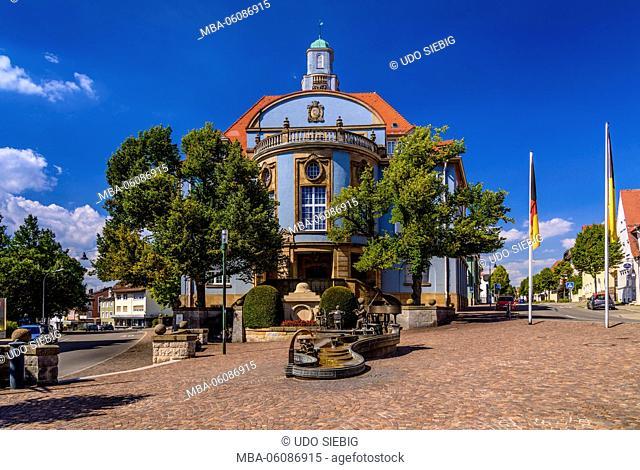 Germany, Baden-Wurttemberg, Upper Danube, Baar, Donaueschingen, city hall with Musikantenbrunnen (fountain)
