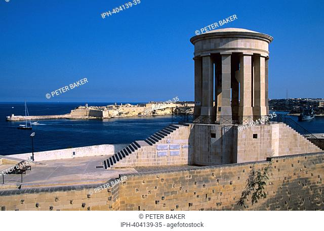 Valletta - View of the entrance to Grand Harbour from Lower Barrakka