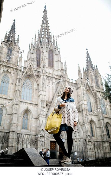 Spain, Barcelona, young woman at Barcelona Cathedral