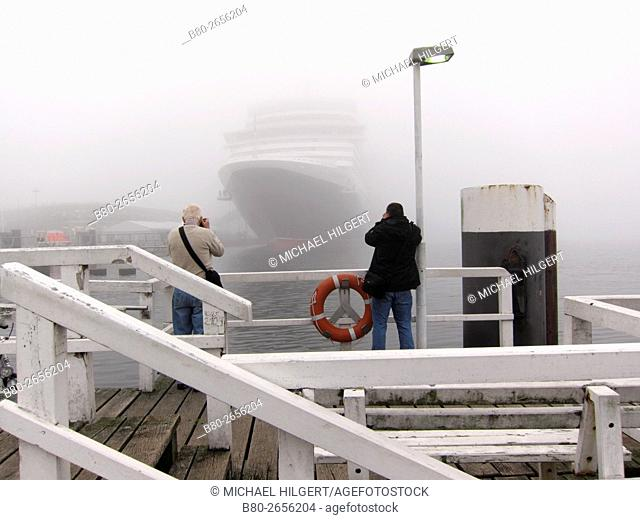 Cruise liner, fog, bystander, Queen Elizabeth, Kiel's Firth, Kiel, the Baltic Sea, Schleswig-Holstein, Germany, Europe