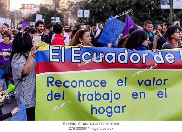 Madrid, Spain. 8th March, 2017. Women protest vindication of their rights in the international women's day, Cibeles square, Madrid, Spain, on 8th March 2017