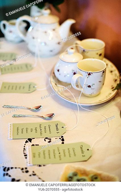 Tableau mariage, ceramic tea set
