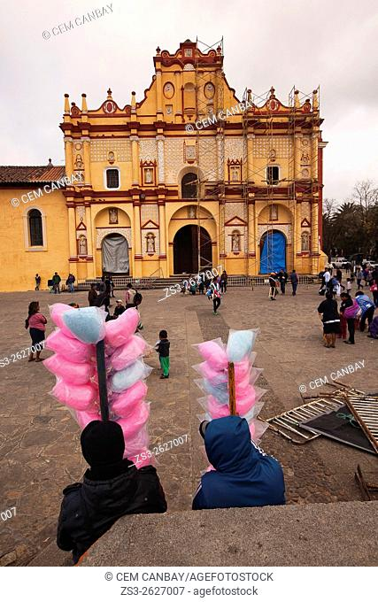 People in front of the Cathedral of San Cristobal, San Cristobal de las Casas, Chiapas State, Mexico, North America