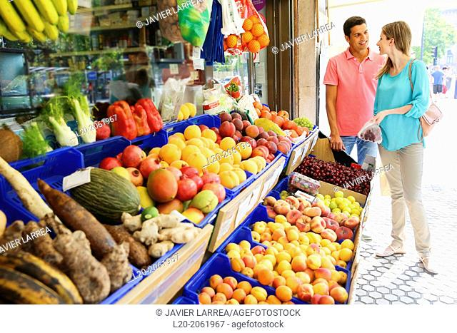 Couple shopping. Buying in Fruit Shop. San Sebastian. Donostia. Gipuzkoa. Basque Country. Spain