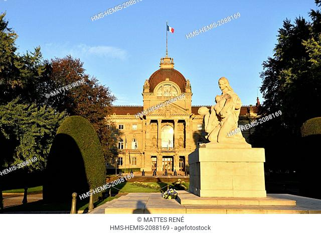 France, Bas Rhin, Strasbourg, Place de la Republique with Strasbourg National Theatre