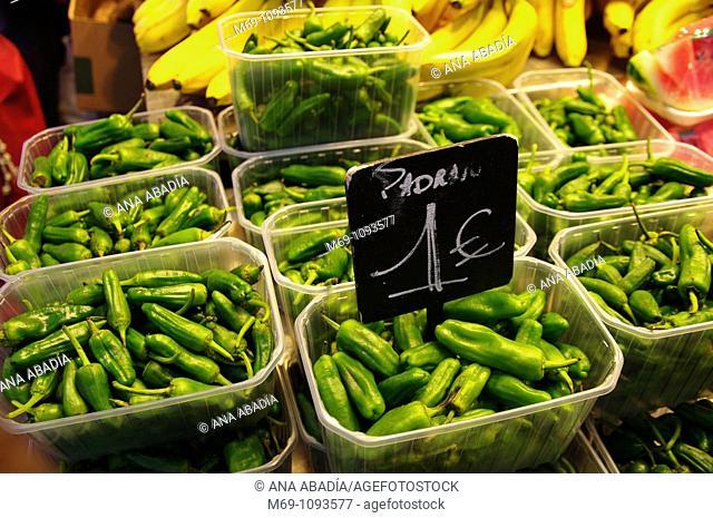 Venta de verdura en el Mercado de Sant Josep, La Boqueria, Barcelona