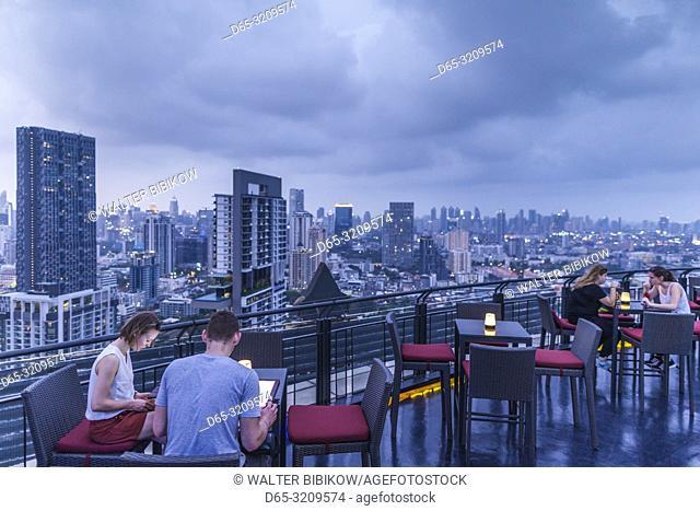 Thailand, Bangkok, Silom Area, Anantara Sathorn Hotel, Zoom sky bar and rooftop restaurant, dusk, NR
