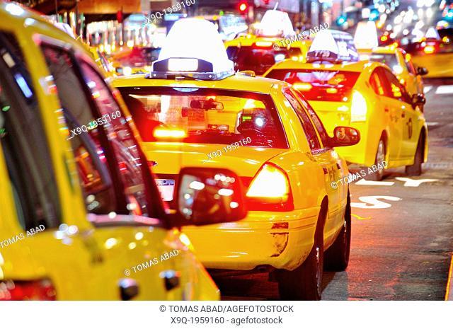 Yellow taxi cabs, Mass transit, adjacent to Grand Central Terminal, Park Avenue, Vanderbilt Avenue, Manhattan, Midtown, New York City, USA