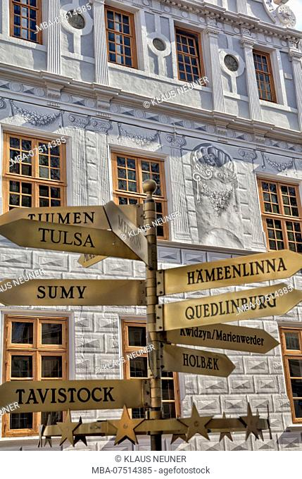 Signpost of Twin Cities, House View, Facade, half-timber, Old Town, Celle, Lower Saxony, Germany, Europe