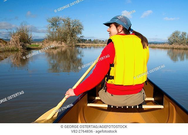 Canoeing on Fern Ridge Reservoir, Fern Ridge Wildlife Area, Oregon