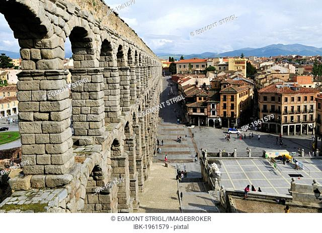 Roman aqueduct in Segovia, Unesco World Heritage Site, Castile and Leon or Castilia y Leon, Spain, Europe