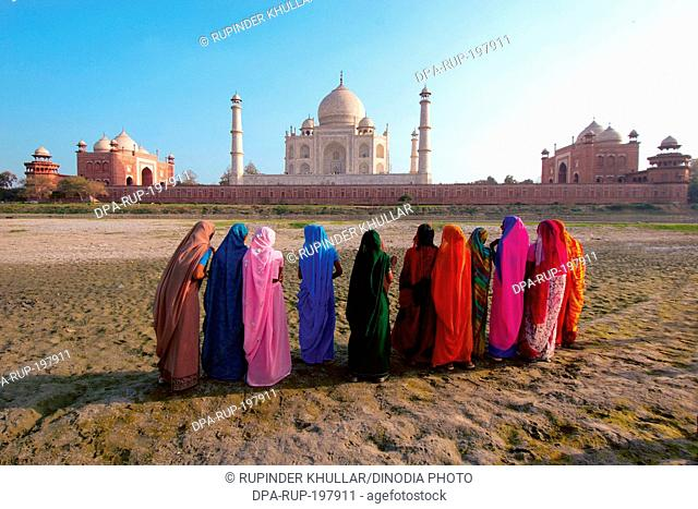 Women at taj mahal, agra, uttar pradesh, india, asia