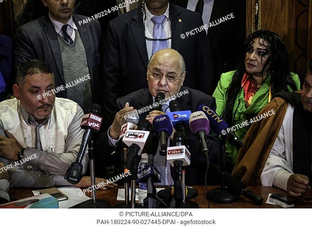 dpatop - Moussa Mostafa Moussa, Leader of the Egyptian Liberal el-Ghad Party and Presidential candidate, speaks during an election campaign press conference at...
