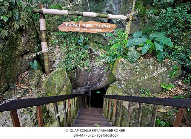 Entrance to dripstone cave, Thiên Ðu?ng Cave, National Park Phong Nha-Ke Bang, Phong Nha, Quang Binh, Vietnam