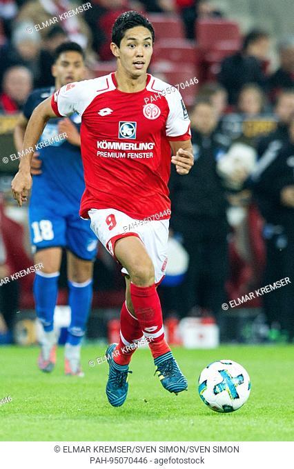 Yoshinori MUTO (MZ), mit Ball, Einzelaktion mit Ball, Aktion, Fussball 1. Bundesliga, 5. Spieltag, FSV FSV Mainz 05 (MZ) - TSG 1899 Hoffenheim (1899) 2:3, am 20