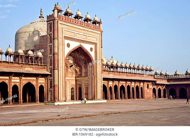 Jama Masjid Mosque, inner courtyard, UNESCO World Heritage Site, Fatehpur Sikri, Uttar Pradesh, India, South Asia