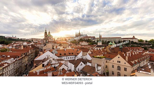 Czech Republic, Prague, Mala Strana, cityscape with Hradcany and St. Nicholas' Church