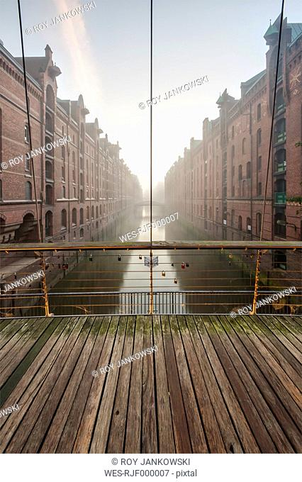 Germany, Hamburg, Speicherstadt, Wandrahmsfleet at sunrise