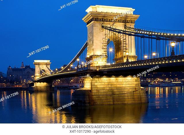 The chain bridge in Budapest, Hungary, looking towards Pest, night scene